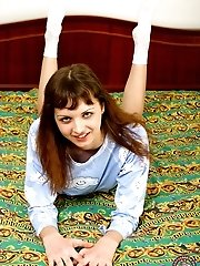 Young angel shows her devilish inclinations in bed