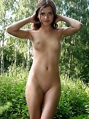 You Wont Be Able To Tear Your Eyes On Taking A Look At The Pics With Lovely Teens Show Off On The Na