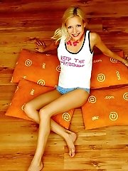 Amazing Blonde Nude Teen Decided To Place Herself At The Attic Of Her Wooden House On Four Orange Pi